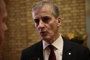 <p>REGJERINGSKRITIKER: Arbeiderparti-leder Jonas Gahr Støre mener Erna Solberg har gitt Fremskrittspartiet for frie tøyler.<br/></p>