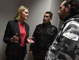<p>MØTTE FLYKTNINGER: Sylvi Listhaug møtte i januar flyktninger i Izmir i Tyrkia. her i samtale med Abul Wahab Jrab og Osman Ali (40).</p>