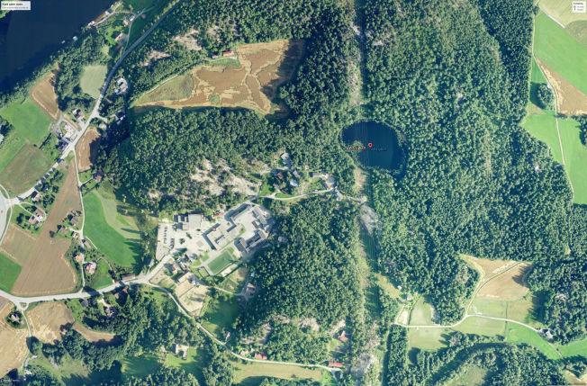 <p>RETT VED SKOLEN: Vestjørn, der ulykken skjedde, ligger rundt 300 meter unna Ve skole (til venstre).<br/></p>