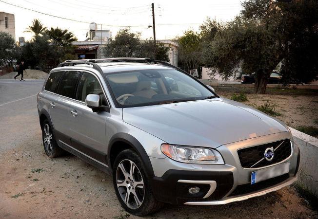 <p>BILEN: Dette er bilen, en nyere Volvo, som de tre nordmennene angivelig skulle hente på Kypros.</p>