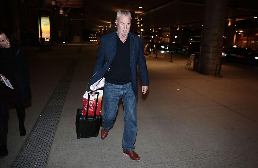 <p>PÅ NORSK JORD: Espen Lee landet på Gardemoen fredag kveld etter å ha vært arrestert på Kypros.</p>