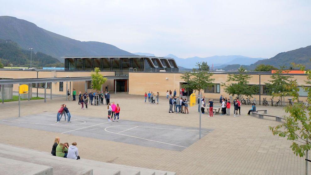 <p/> <p>FRIMINUTT SAMMEN: Gruppen med mindreårige asylsøkergutter har gått i egen klasse, men har delvis hatt friminutt sammen med andre elever ved skolen.</p>