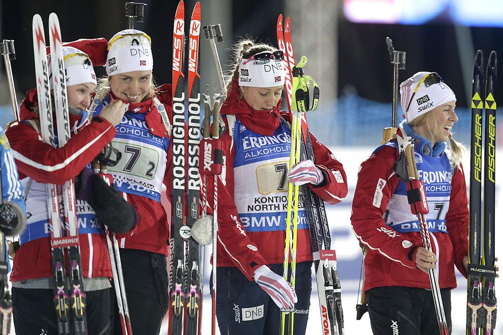 Marte Olsbu (venstre), Synnøve Solemdal (to fra venstre) Fanny Horn Birkeland (to fra høyre) og Tiril Eckhoff (høyre) var stafettlaget til Norge skiskytter-VM i finske Kontiolahti i 2013. Nå fikk ikke Norge noen stor oppladning til årets VM.