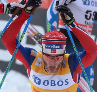 UTSLITT: Martin Johnsrud Sundby etter målgång på dagens 15 kilometer. Han kjempet godt på oppløpet for å sikre tredjeplassen søndag.