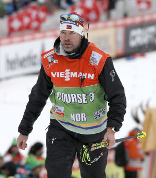 Landslagstrener Trond Nystad her under årets Tour de Ski i Mellom-Europa.