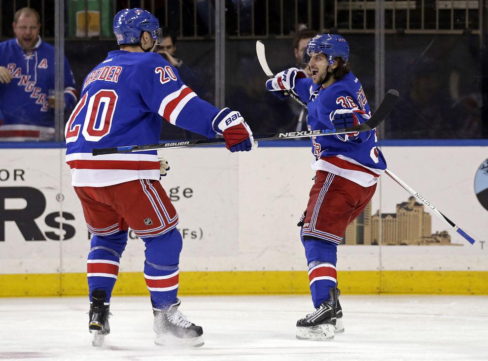 <p/> <p>FEIRER: Mats Zuccarello og New York Rangers fikk en ny opptur i Madison Square Garden søndag.</p>