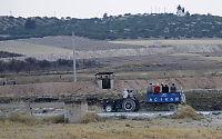 Avviser at tyrkiske soldater har gått inn i Syria