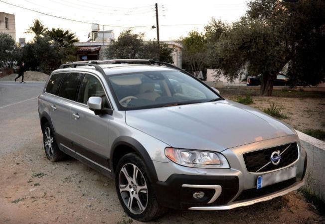 BILEN: Dette er bilen, en nyere Volvo, som de tre nordmennene angivelig skulle hente på Kypros. Foto: HARALD HENDEN, VG