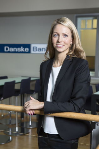 <p>DYRERE FERIE: Forbrukerøkonom Maria Setsaas i Danske bank trekker frem at den svake krona gjør det dyrt å reise på utenlandsferie, og at det gjør banksparing lite lønnsomt.<br/></p>