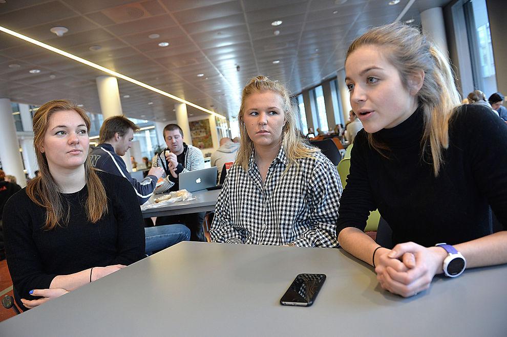<p>INGENIØRSTUDENTER: Ingeniørstudentene mener den usikre økonomiske fremtiden også kan være en positiv drivkraft. Fra høyre: Nora Holand (25), Louise Mouchard Jonsson (22) og Heidi Helledal (22).</p>