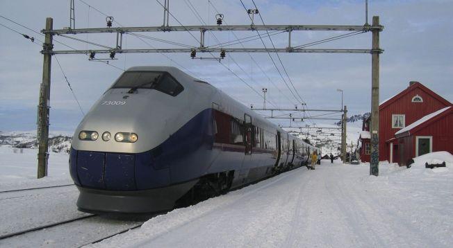 <p>STÅR FAST I TIMER NÅR LEDNINGEN RIMER: BM73-tog, her på Finse stasjon på Bergensbanen en problemfri vinterdag.</p>