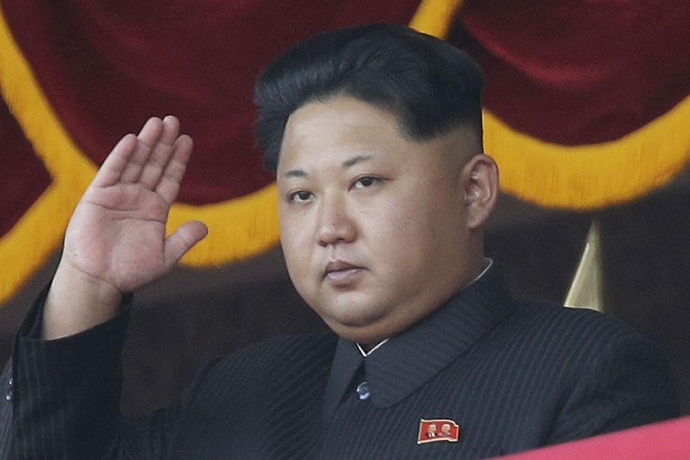 <p>SKUMLE PLANER: Sørkoreanerne frykter Kim Jong-un og Nord-Korea har planer om å gjennomføre angrep inne i Sør-Korea. Her er diktatoren i det lukkede regimet avbildet i oktober i fjor.</p>