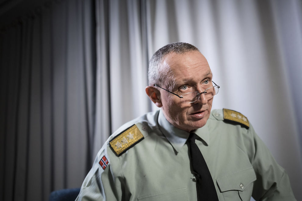 <p>MELDER OVERGANG: Kjell Grandhagen gikk ved årsskiftet av som sjef for Etterretningstjenesten.</p>