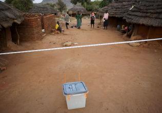 <p>VALGDAG: En valgurne står klar til å ta imot velgere i Kaabong i Karamoja-regionen torsdag morgen.</p>