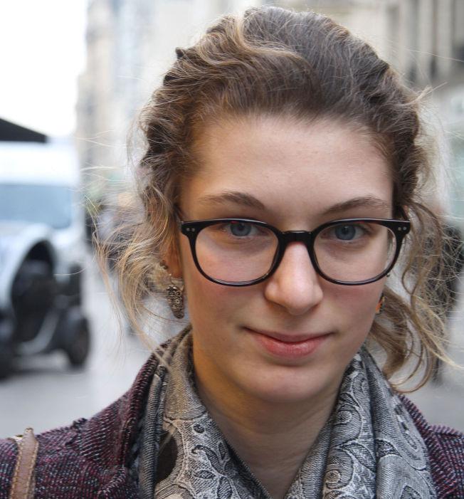 <p>DEN ENESTE LØSNINGEN: 19 år gamle Sarah Zajtmann merker at det franske samfunnet er mer stresset under overvåkningen, men mener det er for borgernes beste.<br/></p>