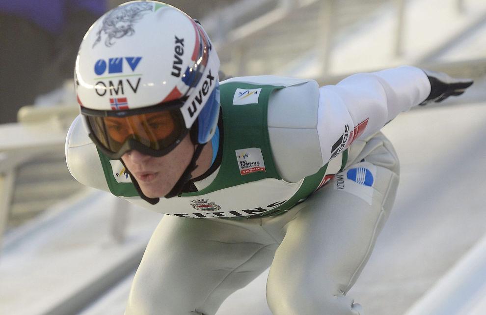 <p>TANDE-SUKESS: Daniel-André Tande ble nummer to i Lahti etter to jevnt gode hopp med tennissokker i hoppstøvlene.</p>