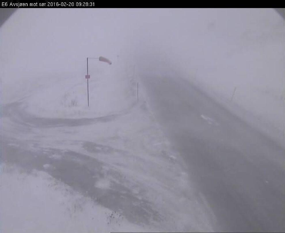 <p>HVITT DEKKE: I området rundt Dovrefjell, her ved Avsjøen på E6, er det meldt om vanskelige kjøreforhold. Snø, og isbelagte veier gjør at førere bør ta ekstra forholdsregler lørdag.</p>
