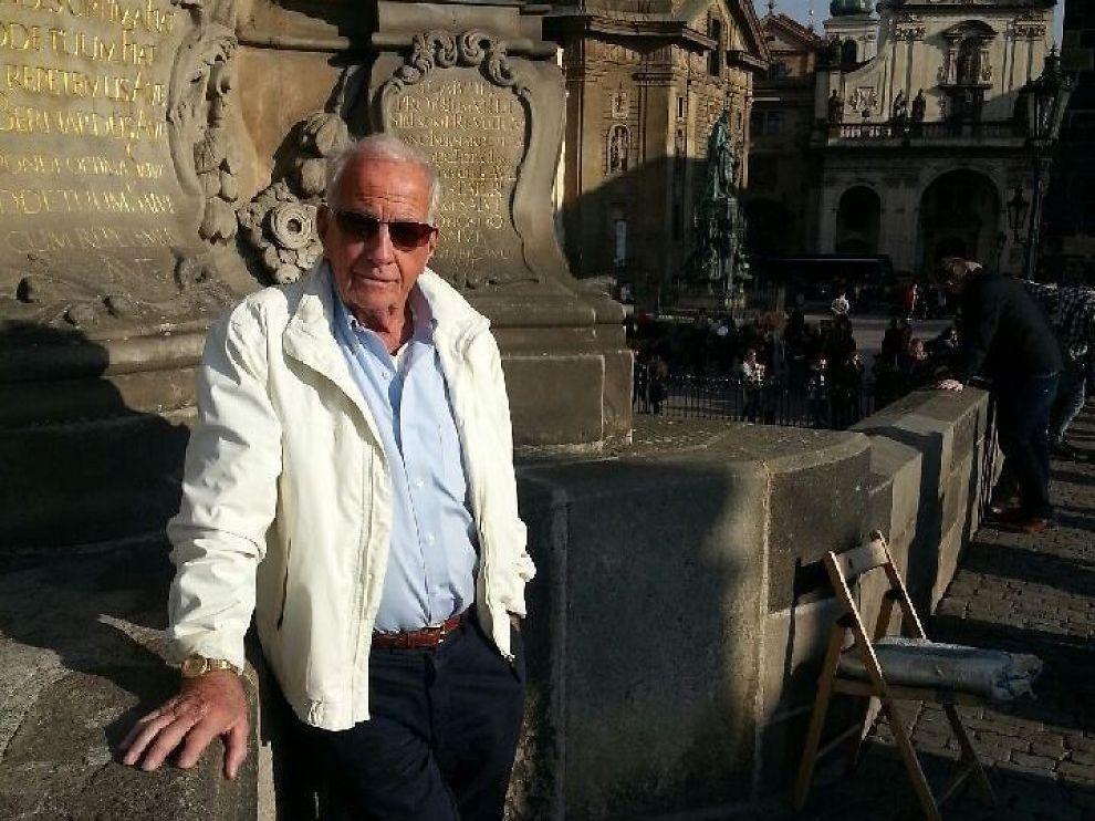 <p>HELDIG: Helge Schjøtt økte formuen med snaue fem millioner kroner etter at tallene 3, 7, 11, 19, 23, 31 og 33 ble trukket ut lørdag kveld. Bildet er tatt på en ferietur til Praha.</p>