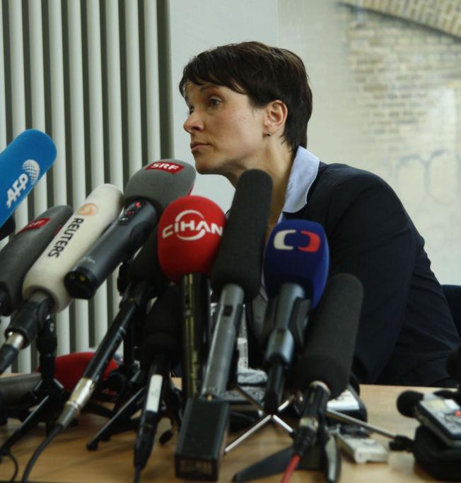 <p>– OGSÅ NORGE TRUES: Strømmen av migranter truer hele Europa og er et alvorlig problem også for Norge, sa lederen for de høyreradikale da VG møtte henne i Berlin i dag.<br/></p>
