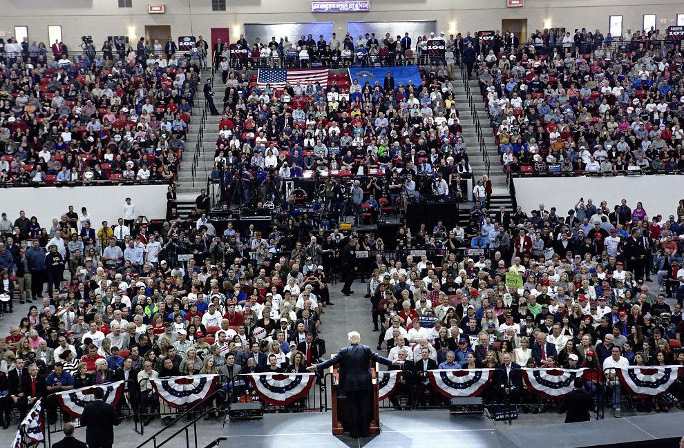 <p>SVÆRT POPULÆR: Donald Trump samlet 10.000 tilhørere i South Point Arena i Las Vegas, kvelden før det republikanske nominasjonsvalget i Nevada.</p>