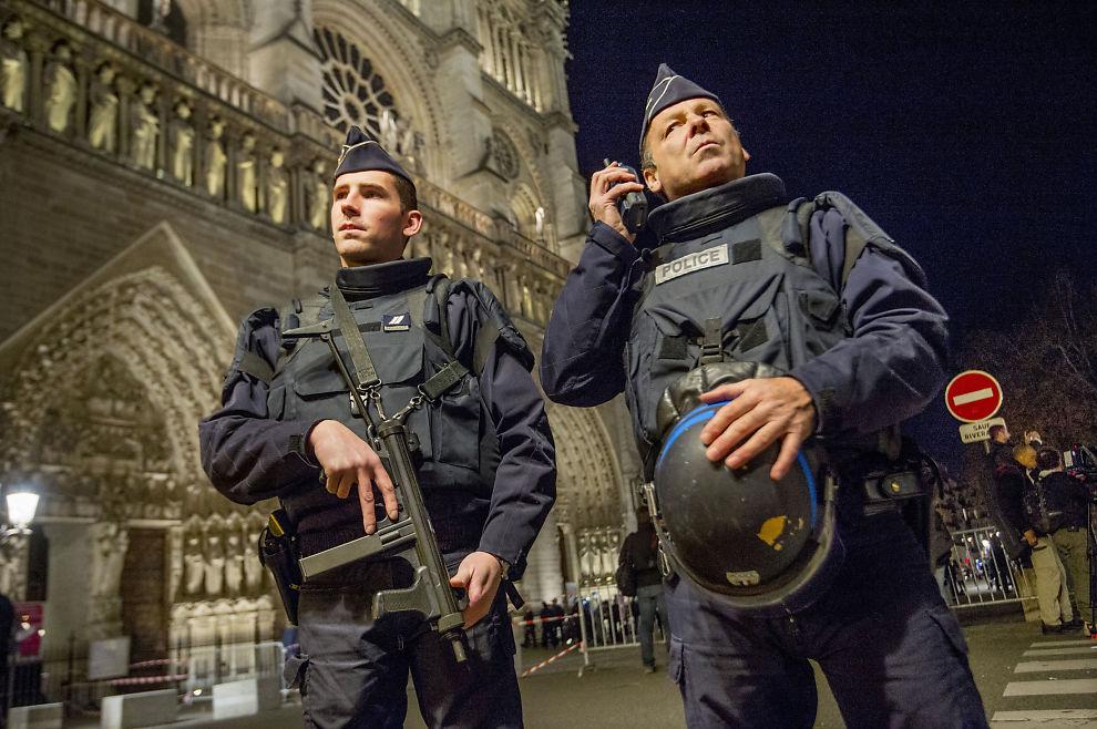 <p>STRAMMER INN: Frankrike har gitt politiet svært vide fullmakter i kampen mot terror etter angrepene mot Paris i fjor. Foto: Helge Mikalsen</p>