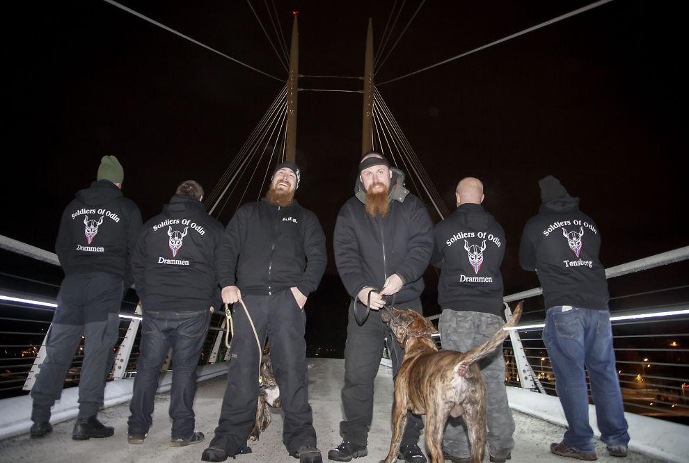 <p>PATRULJERER: Odins soldater patruljerer gatene i Drammen.</p>