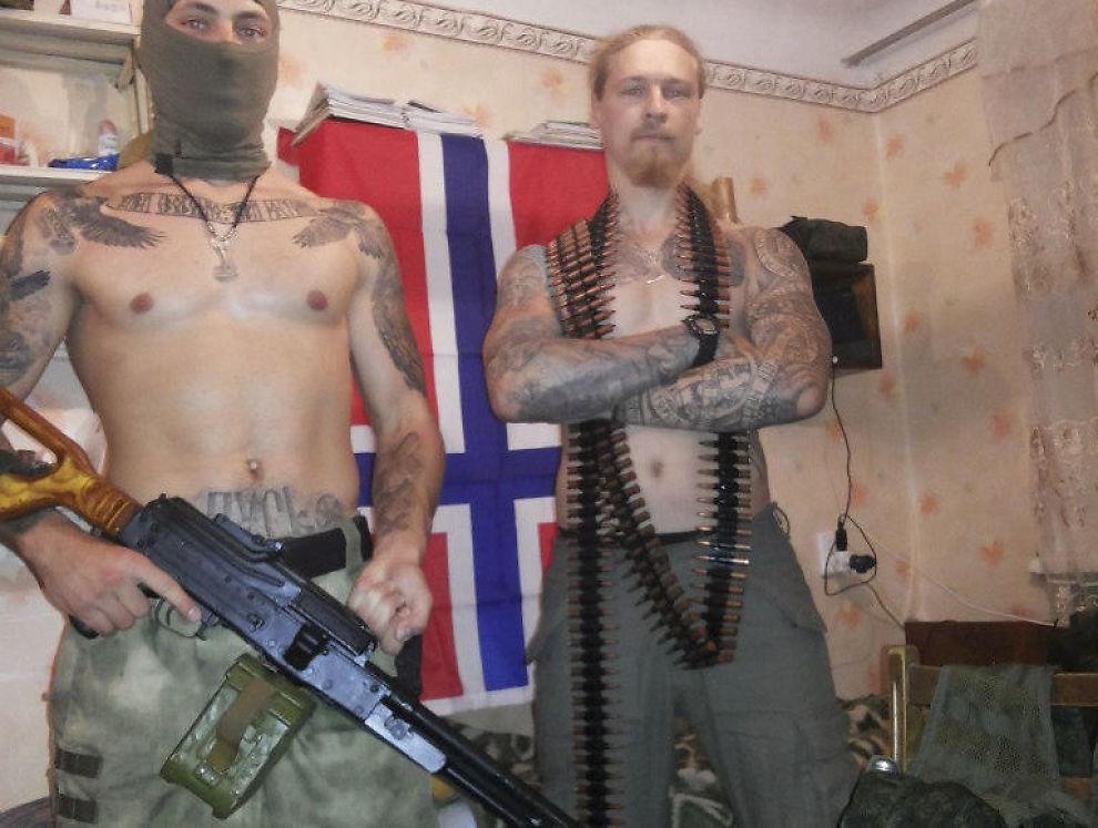 <p>KRIGER I UKRAINA: Den russiske høyreekstreme Yan Petrovskiy (t.h.) er en av «Odins soldater» og patruljerte Tønsbergs gater for to uker siden. Han har også kriget for pro-russiske grupperinger i Ukraina.</p>