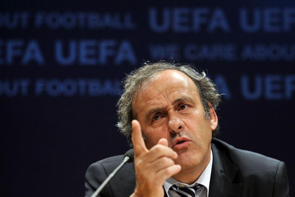 MISFORNØYD: Michel Platini, her på en UEFA-pressekonferanse i Nyon i 2011, vil gjøre alt for å unngå utestengelse.