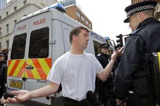 <p>Ronny Alte ble betegnet som leder for den islamkritiske protestgruppen Norwegian Defence League. Her blir han stoppet i London av politiet i 2011, idet han forsøker bli med der English Defence League trosser et demonstrasjonsforbud.</p>