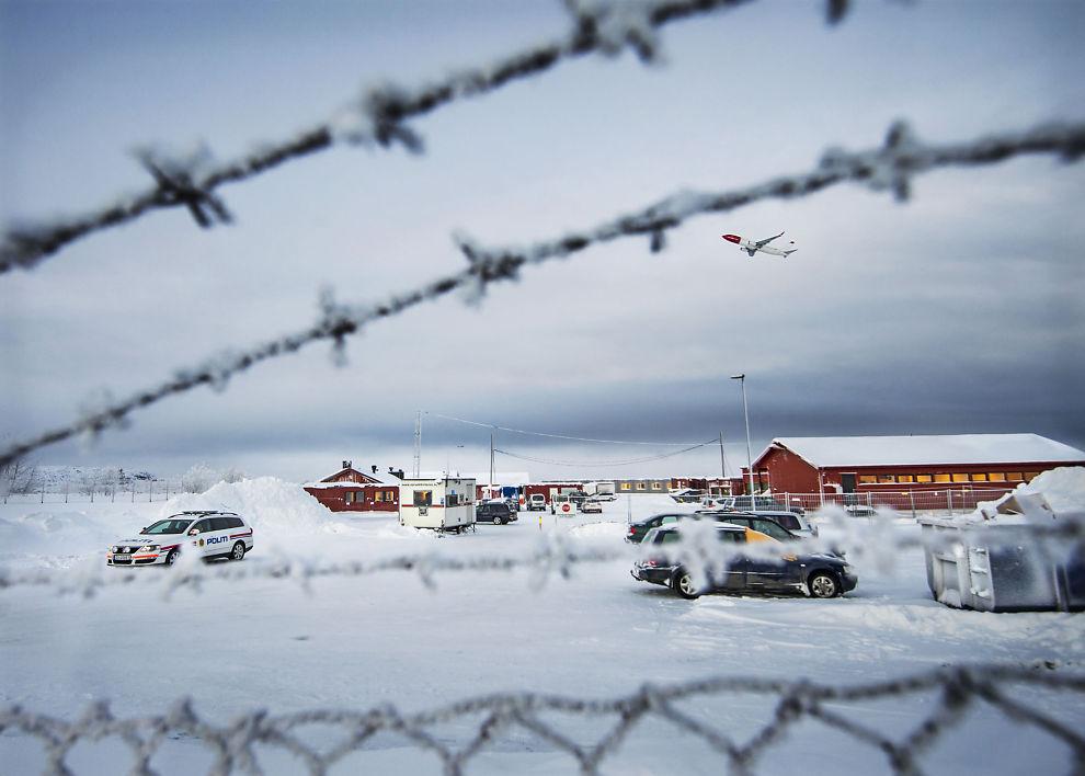 <p>UTEN SPOR: En femtedel av asylsøkerne som via Russland til Norge i fjor er blitt borte fra asylmottak. Bildet viser ankomssenteret Vestleiren ved Kirkenes.</p>