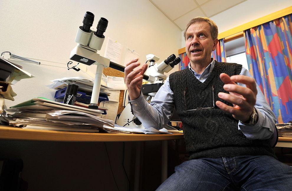 <p>VITNET I RETTEN: Professor Lars Uhlin-Hansen fra Tromsø vurderer skadene på halsen annerledes enn førsteamanuensis Arne Stray-Pedersen ved rettsmedisinsk i Oslo.</p>