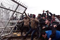 Sammenstøt mellom politi og flyktninger flere steder i Europa