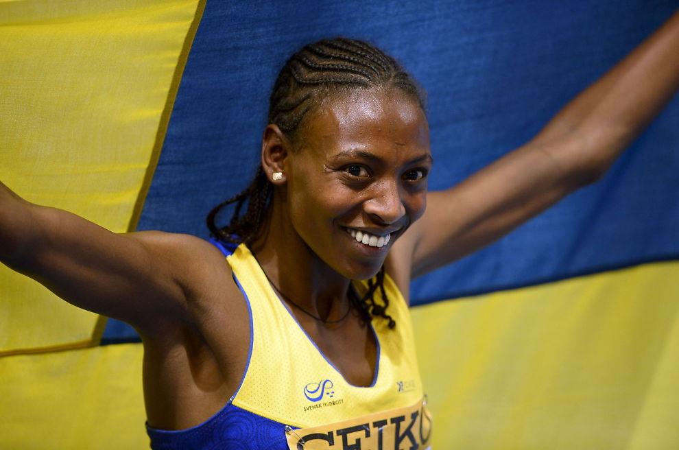 <p>I KLISTERET: Abeba Aregawi har en positiv dopingtest og venter nå på analysen av B-prøven. Her er hun etter VM-gullet på 1500 meter innendørs for to år siden.</p>