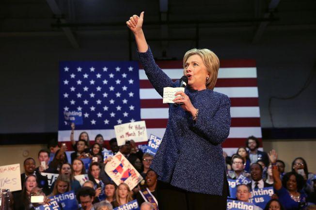 <p>SUPER-FAVORITT: Hillary Clinton kan vinne alle statene i natt, bortsett fra Bernie Sanders´egen hjemstat Vermont, viser meningsmålingene.</p>