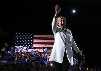 Clinton på «supertirsdag»: – Istedenfor å bygge en mur, skal vi bryte barrierer