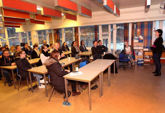 """<p>SATT SKOLERETT: - Mange barn melder at foreldre """"alltid"""" er på skjerm, sa Cecilie Bartnes til de fremmøtte foreldrene ved Seljedalen skole i Fyllingsdalen i Bergen.</p>"""