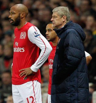 <p>KLASSISK DUO: Thierry Henry og Arsène Wenger har utviklet sterke bånd gjennom mange år sammen i Arsenal. Nå småkrangler de i mediene.<br/></p>