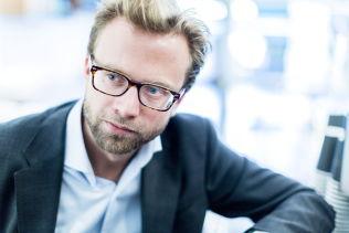 <p>SKEPTISK: Leder av Oslo Høyre, Nikolai Astrup, vil ikke forby hijab i barneskolen.</p>