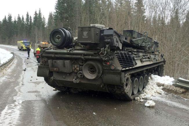<p>DØDSULYKKE: Bergepanservognen kolliderte med en personbil like mellom Steinkjer og Snåsa.</p>