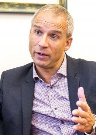 <p>AVVISER KUTT: Hans Olav Syversen (KrF) vil ikke være med på kutt i det totale skattenivået.</p>