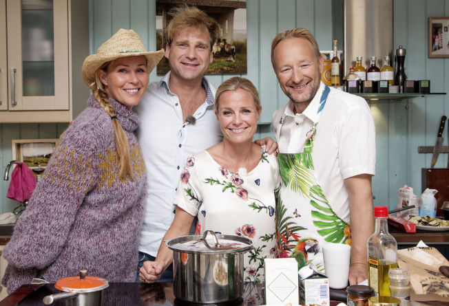 <p>PREMIERE: Dorthe Skappel, Vebjørn Sand og Kjetil André Aamodt er første gjester ut hjemme hos Solveig Kloppen i sesong to av «En kveld hos Kloppen».</p>