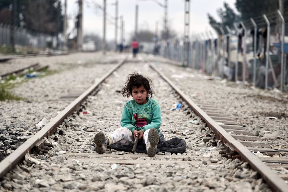 <p>INGEN LØSNING PÅ FLYKTNINGKRISEN: Et barn på togskinnene ved den gresk-makedonske grensa. Bilder et tatt i dag, samtidig som EU har vært i harde forhandlinger med Tyrkia for en mulig løsning på katastrofen. Partene klarte ikke å enes om en løsning.</p>