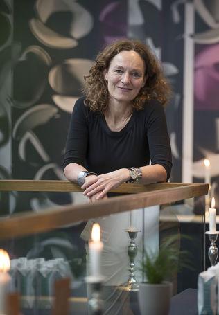 <p>FOR TILGJENGELIG: Direktør i FHI, CamillaStoltenberg, mener at den usunne maten er for tilgjengelig for folk.<br/></p>
