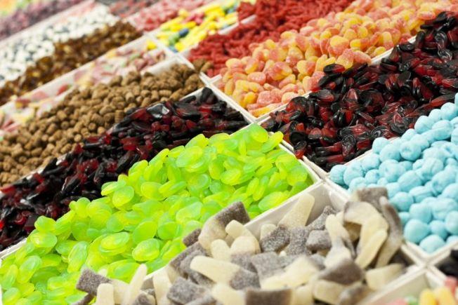 <p>KALORIBOMBE: Billig smågodt går unna på tonnevis i norske butikker om dagen.</p>