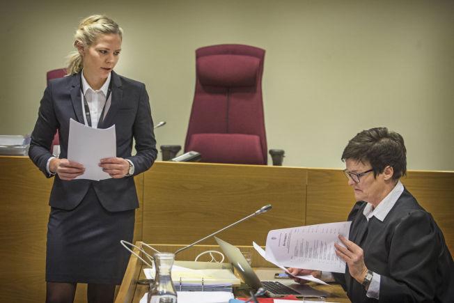 <p>I RETTEN: Aktor Camilla Ek Sørensen (t.v.) og forsvarer Mette Yvonne Larsen er uenige om hva som skjedde mellom Jaysuma Ndure og samboeren natt til 8. november i fjor.<br/></p>