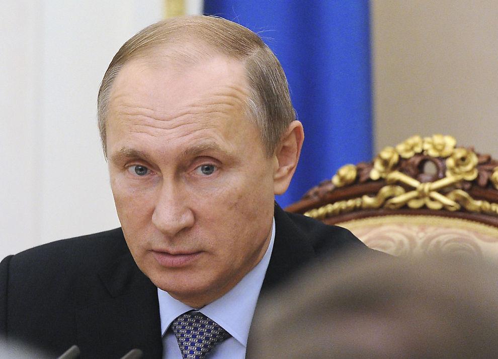 <p>MISTET STØTTESPILLER: Vladimir Putin mistet i november i fjor ministeren som hadde regien da presidenten tok kontroll over russisk media.</p>