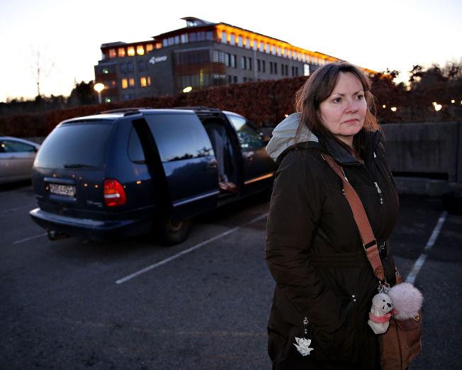 <p/> <p>MÅTTE FLYTTE: I 33 år har May-Britt Fjeld (55) jobbet i Telenor. I august 2014 ble hun fratatt sikkerhetsklareringen sin, og suspendert fra jobben ved Vardø Radio. Nå bor hun i bilen sin i Bergen.</p>