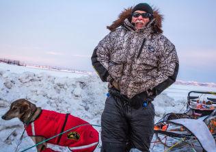 Jeff King da han kom til Unalakleet under fjorårets Iditarod.