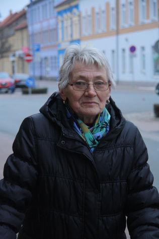 <p/> <p>– INGEN FORTJENER MIN STEMME: Renate Schmidt er lei av politikere som ikke holder ord, og mener de i hovedstaden ikke bryr seg om å hjelpe vanlige folk som henne i Bitterfeld.<br/></p>