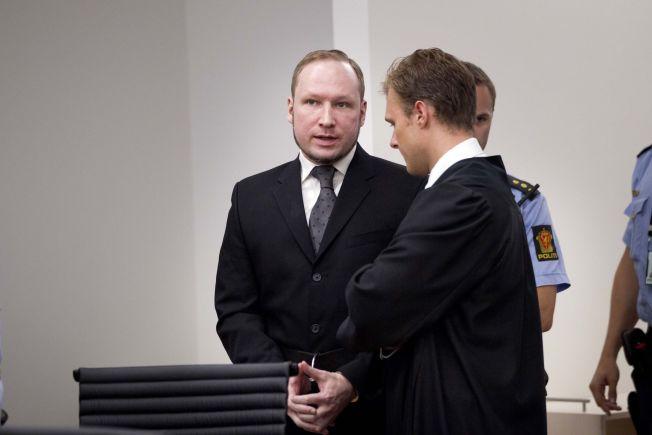 <p>FORRIGE RETTSSAK: Her er Anders Behring Breivik fotografert under rettsaken i 2012 etter 22. juli-terroren året før.</p>